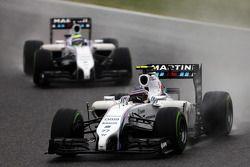 Valtteri Bottas, Williams FW36, leidt teamgenoot Felipe Massa, Williams FW36