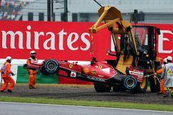Mariscales recuperan el Ferrari F14-T tras el retiro de la carrera de Fernando Alonso, Ferrari con u