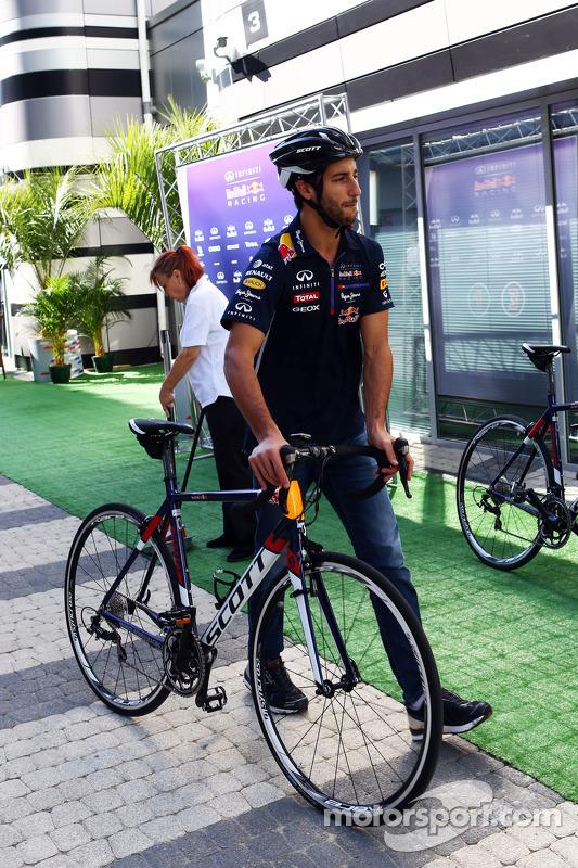 Daniel Ricciardo, Red Bull Racing bisikleti üstünde
