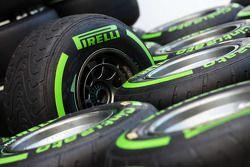 Pneumatici Pirelli bagnati