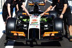 Force India de Nico Hülkenberg dans la pitlane