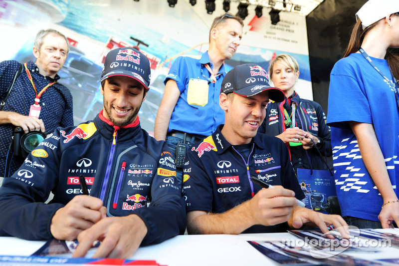 (L to R): Daniel Ricciardo, Red Bull Racing and team mate Sebastian Vettel, Red Bull Racing sign aut