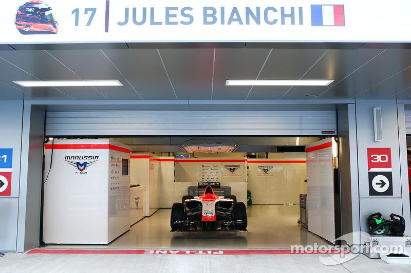Marussia F1 Team MR03 di Jules Bianchi,con i messaggi di supporto: hashtag #ForzaJules e # JB17, non correrà questo fine settimana