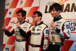 Prima fila GT Yu Lam, Takeshi Tsuchiya, Takamitsu Matsui