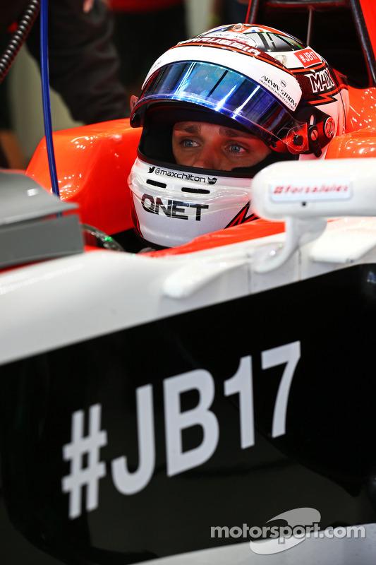 Max Chilton, Marussia F1 Team MR03, carrega a hashtag #JB17 como uma mensagem de apoio a Jules Bianchi