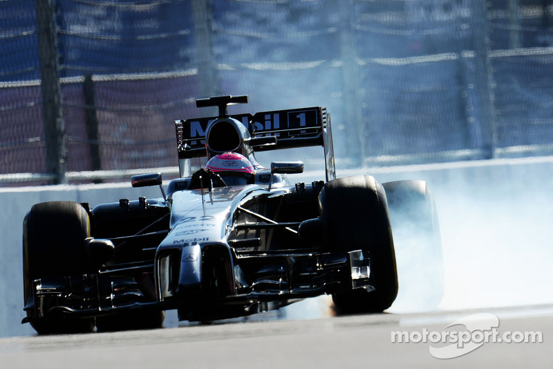 Jenson Button, McLaren MP4-29 blocca le ruote in frenata