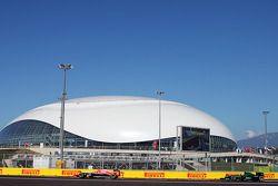 Max Chilton, Marussia F1 Team MR03 leads Marcus Ericsson, Caterham CT05