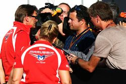 Graeme Lowdon, Marussia F1 Team Chief Executive Officer with Ted Kravitz, Sky Sports Pitlane Reporte