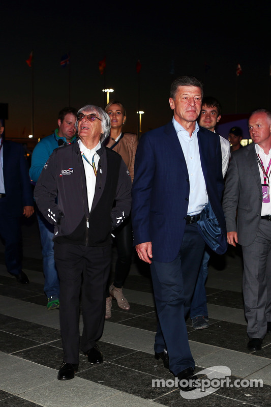 (Esquerda para direita): Bernie Ecclestone, com Dmitry Kozak, vice-primeiro ministro da Rússia