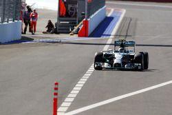 Nico Rosberg, Mercedes AMG F1 W05 entra nella corsia box