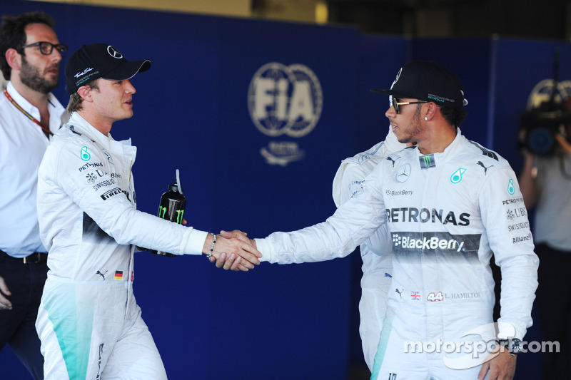 (L to R): second placed Nico Rosberg, Mercedes AMG F1 congratulates team mate and pole sitter Lewis Hamilton, Mercedes AMG F1 in parc ferme