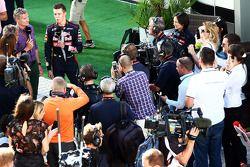 Daniil Kvyat, Scuderia Toro Rosso with David Coulthard, Red Bull Racing and Scuderia Toro Advisor / BBC Television Commentator in the paddock