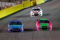 Aric Almirola, Richard Petty Motorsports Ford y Danica Patrick, Stewart-Haas Racing Chevrolet