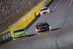 Kyle Busch, Joe Gibbs Racing Toyota ve Jeff Gordon, Hendrick Motorsports Chevrolet