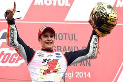 Podio: segundo puesto y 2014 campeón Marc Márquez, Repsol Honda Team