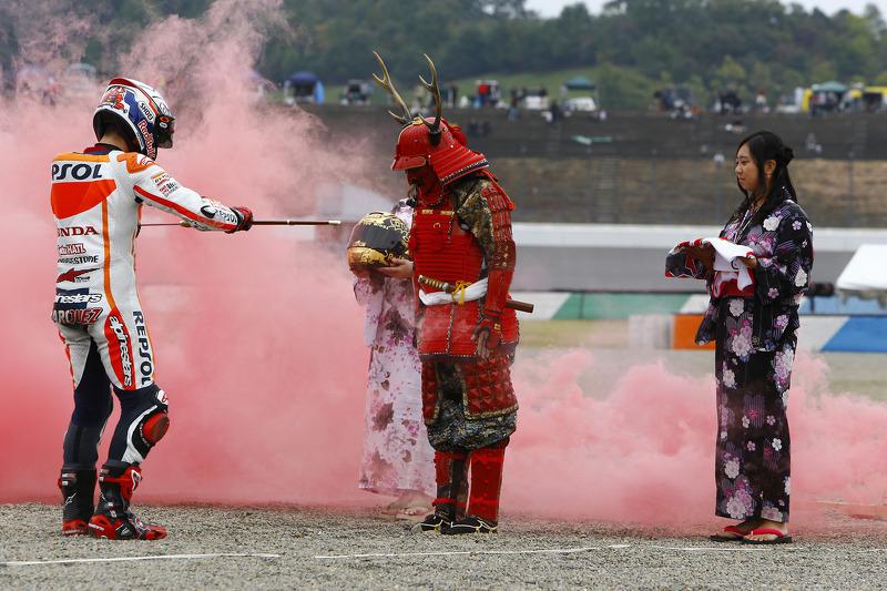 2014: Menerima pedang dari samurai