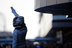 Vencedor da corrida Lewis Hamilton, Mercedes AMG F1 celebra no parc ferme