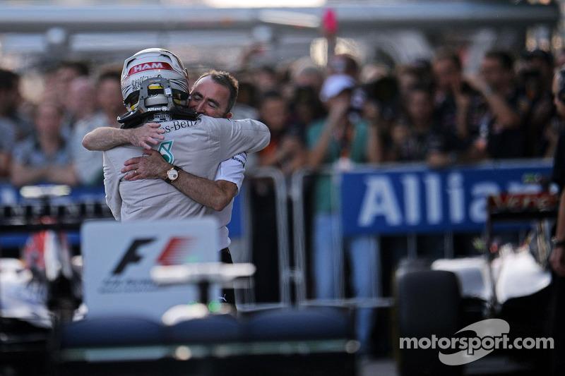 Lewis Hamilton y Paddy Lowe en Rusia 2014