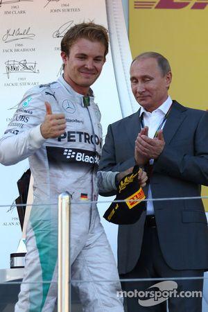 Nico Rosberg, Mercedes AMG F1 W05 con Vladimir Putin, Presidente della Federazione Russa