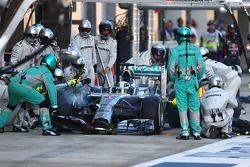Lewis Hamilton, Mercedes AMG F1 pit stop