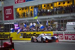 #7 Toyota Racing Toyota TS040 Hybrid: Alexander Wurz, Stéphane Sarrazin, Kazuki Nakajima takes the checkered flag