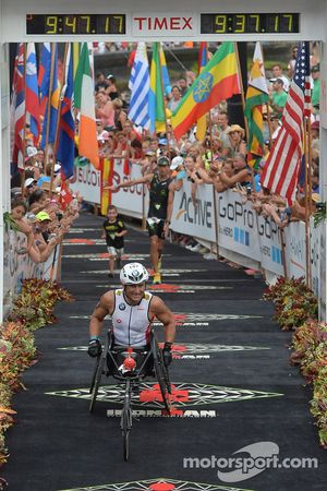 Alex Zanardi compite en el triatlón de larga distancia en Hawaii