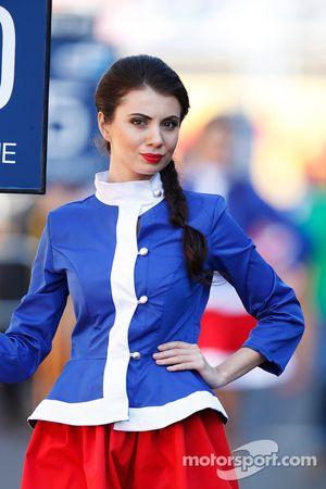 Una chica encantadora en la parrilla de Sochi
