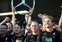 (L to R): Paddy Lowe, Mercedes AMG F1 Executive Director, and Nico Rosberg, Mercedes AMG F1 celebrate winning the 2014 Constructors Championship with the team
