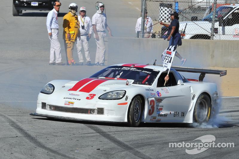 凯尔·凯利庆祝GT1胜利