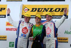 MG pair Jason Plato ve Sam Tordoff 28. round sonunda yeni Şampiyon Colin Turkington'ı üst basamağa b
