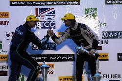 Ronde 30 3e plaats Mat Jackson feliciteert 2e plaats Jack Clarke