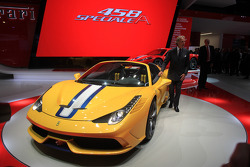 Luca Cordero di Montezemolo  Ferrari CEO ve yeni Ferrari 458 Speciale Aperta