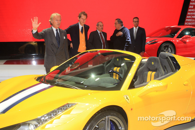 Luca Cordero di Montezemolo Ferrari Ceo, Amedeo Felisa Ferrari direktörü, John Elkann Fiat Başkanı ve Sergio Marchionne Fiat Chrysler Grup CEO'su ve yeni Ferrari 458 Speciale A