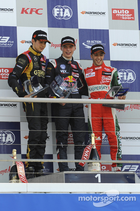 Esteban Ocon, Max Verstappen, Antonio Fuoco