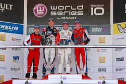 Podyum: Nicholas Latifi, Oliver Rowland, William Buller