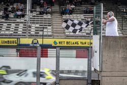 #84 HTP Motorsport Mercedes SLS AMG GT3: Maximilian Götz, Maximilian Buhk galibiyete ulaşıyor