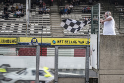 #84 HTP Motorsport Mercedes SLS AMG GT3: Maximilian Götz, Maximilian Buhk : Vainqueurs