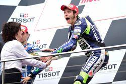 Il vincitore della gara Valentino Rossi, pilota del team Yamaha factory Racing