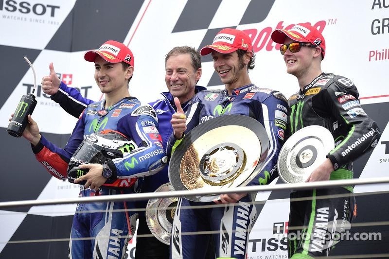 Podio: 1º Valentino Rossi, 2º Jorge Lorenzo, 3º Bradley Smith