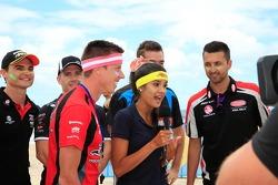 Miss V8 Supercar volleybalwedstrijd tegen de rijders