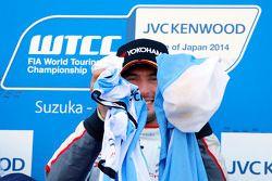 Il vincitore della gara e campione 2014 Jose Maria Lopez, al volante della Citroën C-Elysee WTCC del