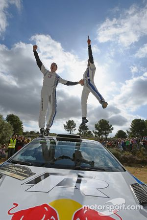 Kazanan ve 2014 WRC champions Sébastien Ogier ve Julien Ingrassia, Volkswagen Polo WRC, Volkswagen M