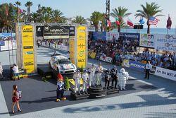 Podium: les vainqueurs et Champions WRC 2014 Sébastien Ogier et Julien Ingrassia, 2èmes Jari-Matti L