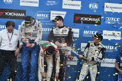 Gabriele Tarquini, Dusan Borkovic, et Norbert Michelisz