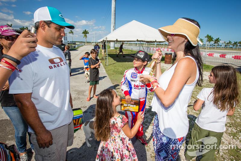 Juan Pablo Montoya con su esposa Connie Montoya y su hijo Sebastián Montoya, Homestead 2014