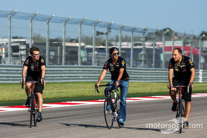 Sergio Perez, Sahara Force India F1, percorre il circuito