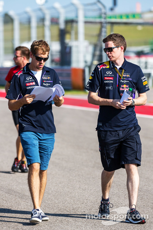 (L to R): Sebastian Vettel, Red Bull Racing with Michael Manning, Red Bull Racing Trackside Control