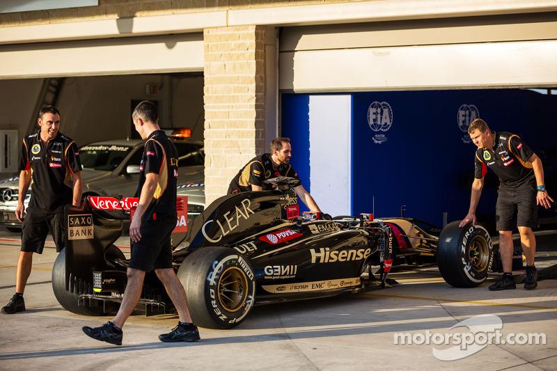 A Lotus F1 E22 heads into scrutineering