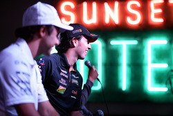 (De izquierda a derecha): Felipe Massa, Williams y Sergio Pérez, Sahara Force India F1 en el Foro de
