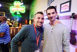 Will Buxton avec Alexander Rossi lors du forum pour les fans